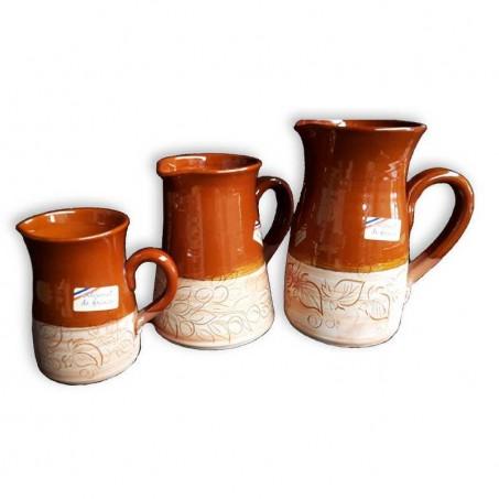 Pichet provencal avec décor en poterie de Vallauris
