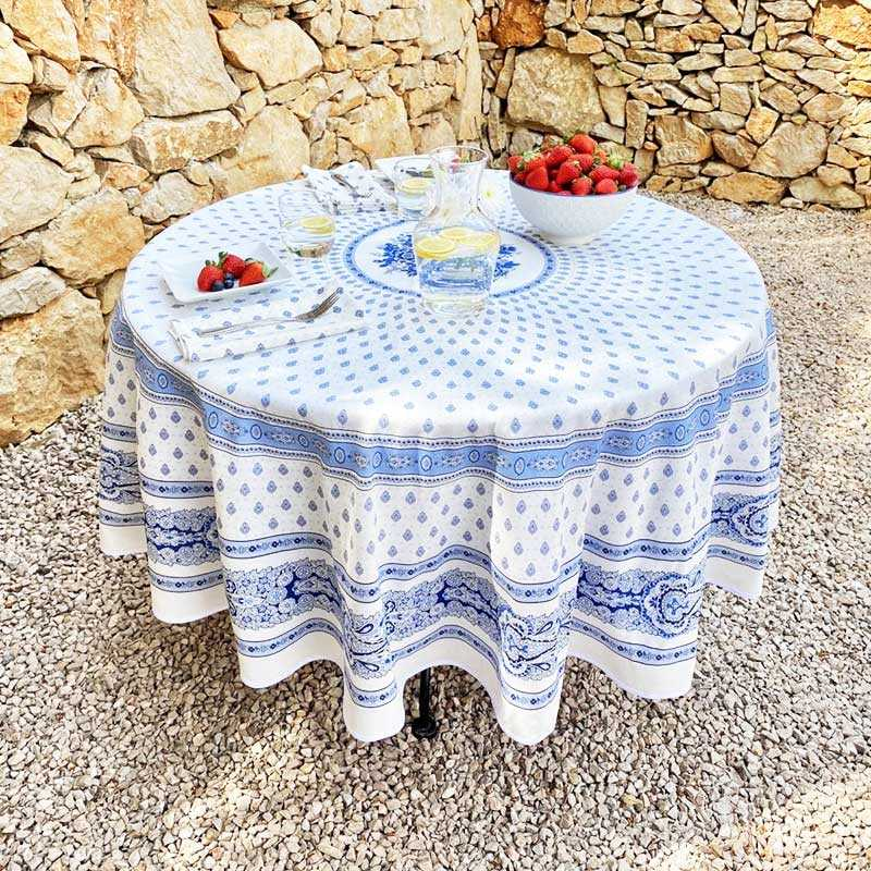 70 Inch Round Tablecloth Of A High End, What Size Tablecloth Do I Need For A 70 Inch Round Table