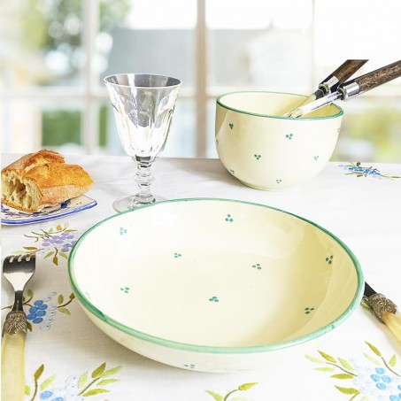 Spotty and colorful dinner set