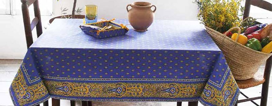 Directly from Provence: printed cotton or woven square tablecloths